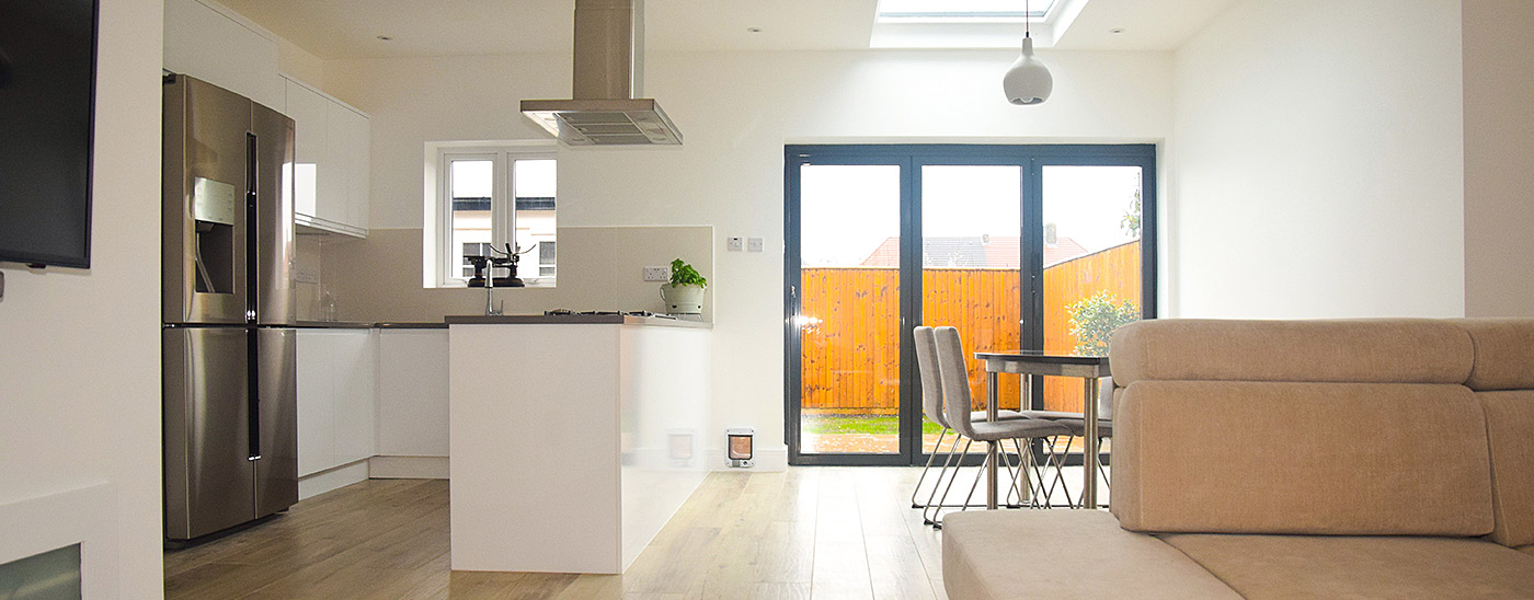 Extension with large sliding doors combining a renovated kitchen and dining room